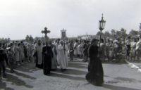 Крестный ход в 9 Пятницу. Фото В.А. Савинова. 1991 г.