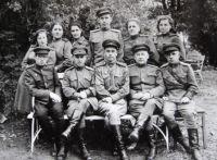 Скробко П.П. с сотрудниками полевого госпиталя ¦ 2067 1944 г.