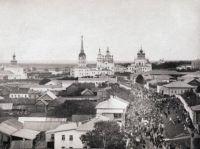 Крестный ход в 9 Пятницу у монастыря. Фото Б.И. Чернавина. Нач. ХХ в.